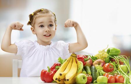 niños-comiendo-frutas.jpg